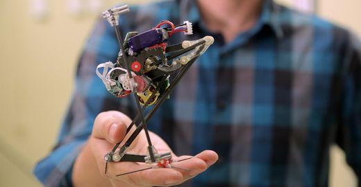Robô consegue dar segundo pulo ao pegar impulso em parede