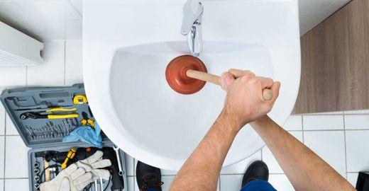 Causas que podem entupir seu banheiro