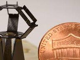 Robô do tamanho de moeda é capaz de fazer cirurgias